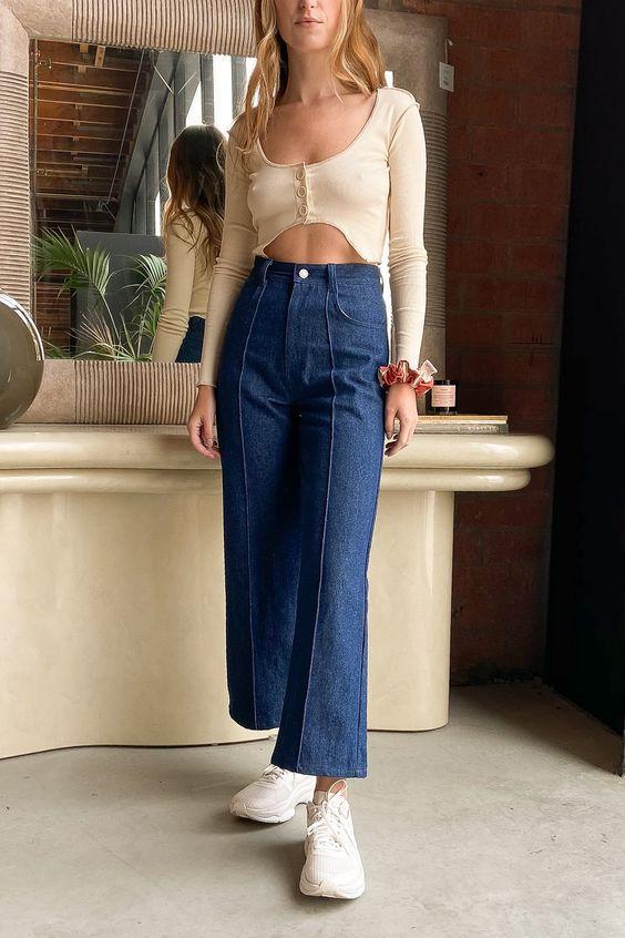 Τάσεις στα γυναικεία jean παντελόνια: μπλε jean παντελόνι σε ίσια γραμμή