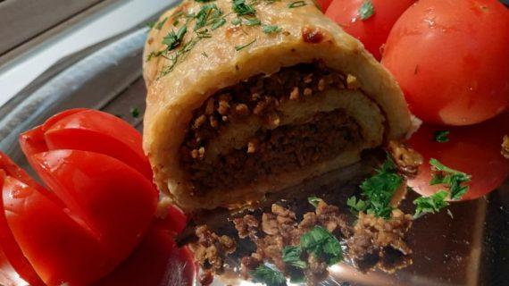 Απολαυστικά ρολά πατάτας με γέμιση κιμά – Ιδανικά για τον γιορτινό μπουφέ