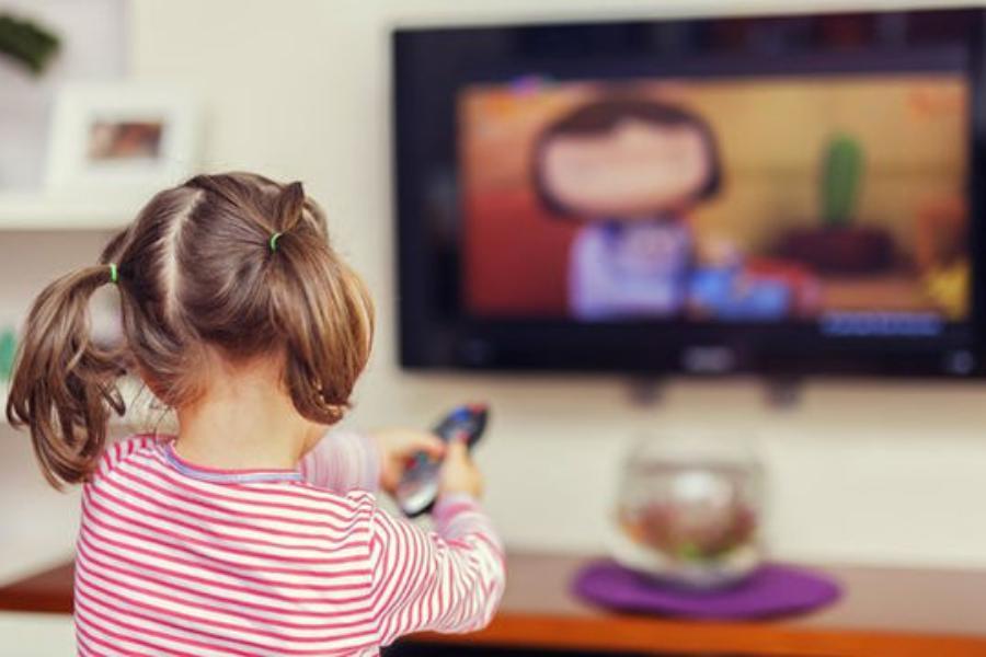 Τι πρέπει να προσέξουμε όταν τα παιδιά βλέπουν τηλεόραση; Οδηγίες προς γονείς & εκπαιδευτικούς