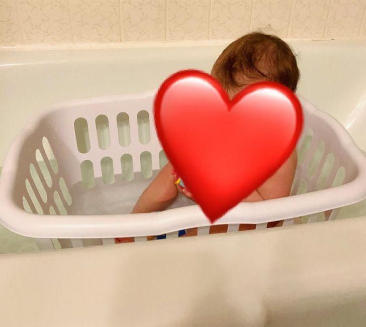 15 έξυπνα κόλπα γονέων: πως θα κάνεις το παιδί να κάνει μπάνιο στη μπανιέρα εύκολα