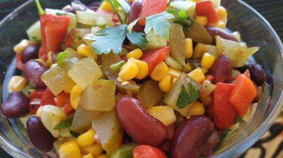 Σαλάτα με πολύχρωμα λαχανικά – Ιδανική συνταγή για δίαιτα