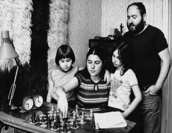 To πείραμα του Πόλγκαρ: Ο Πόλγκαρ και οι κόρες του πληροφορίες