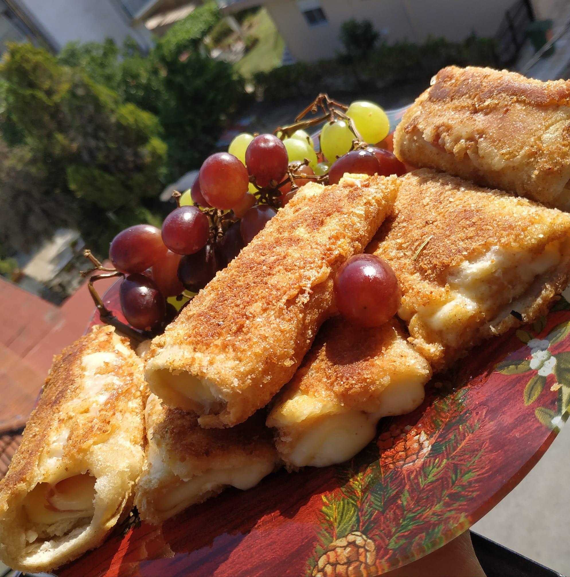 Ρολάκια με ψωμί του τόστ, τυρί κρέμα και αλλαντικά