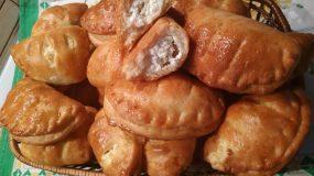 Συνταγή για αφράτα τυροπιτάκια με τυρί φέτα & νωπή μυζήθρα