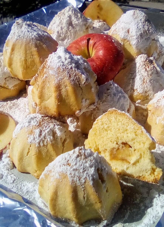 Μηλοπιτάκια με τριφτή ζύμη μπισκότου και λίγα υλικά