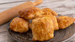 Συνταγή για τυροπιτάκια με φύλλο αέρος χωρίς μαγιά