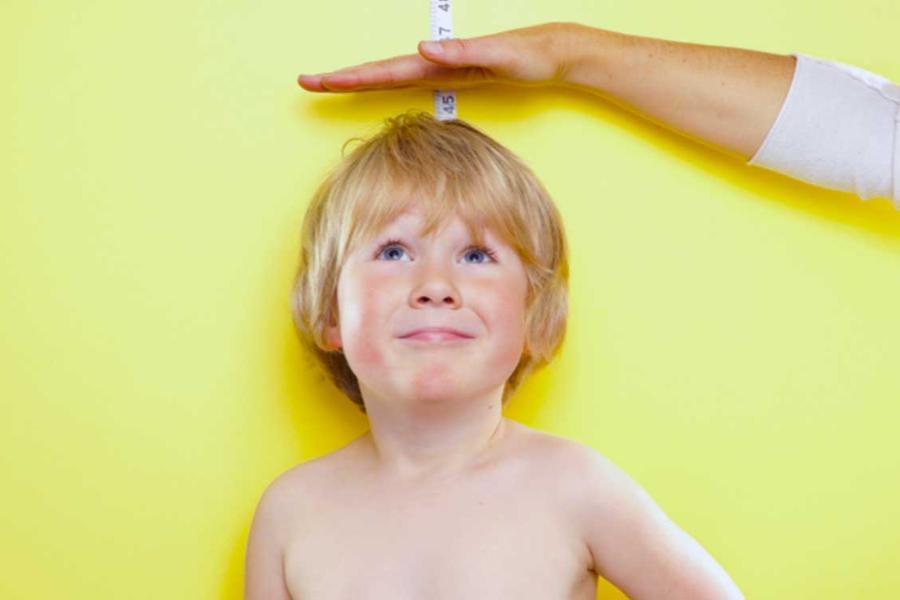 Χαμηλό ανάστημα: Πότε χρειάζεται ο παιδοενδοκρινολόγος & πώς το αντιμετωπίζουμε