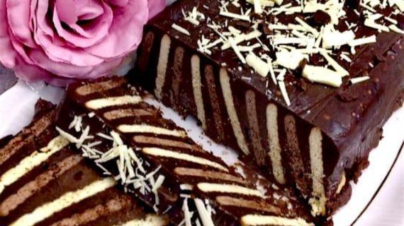 Νόστιμος κορμός σοκολάτας με ριγέ σχέδιο