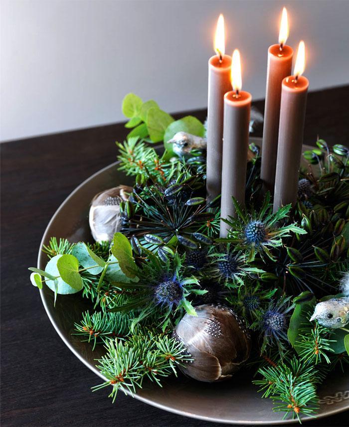 Christmas Decorating Trends 2020: μπεζ κεριά για την χριστουγεννιάτικη διακόσμηση