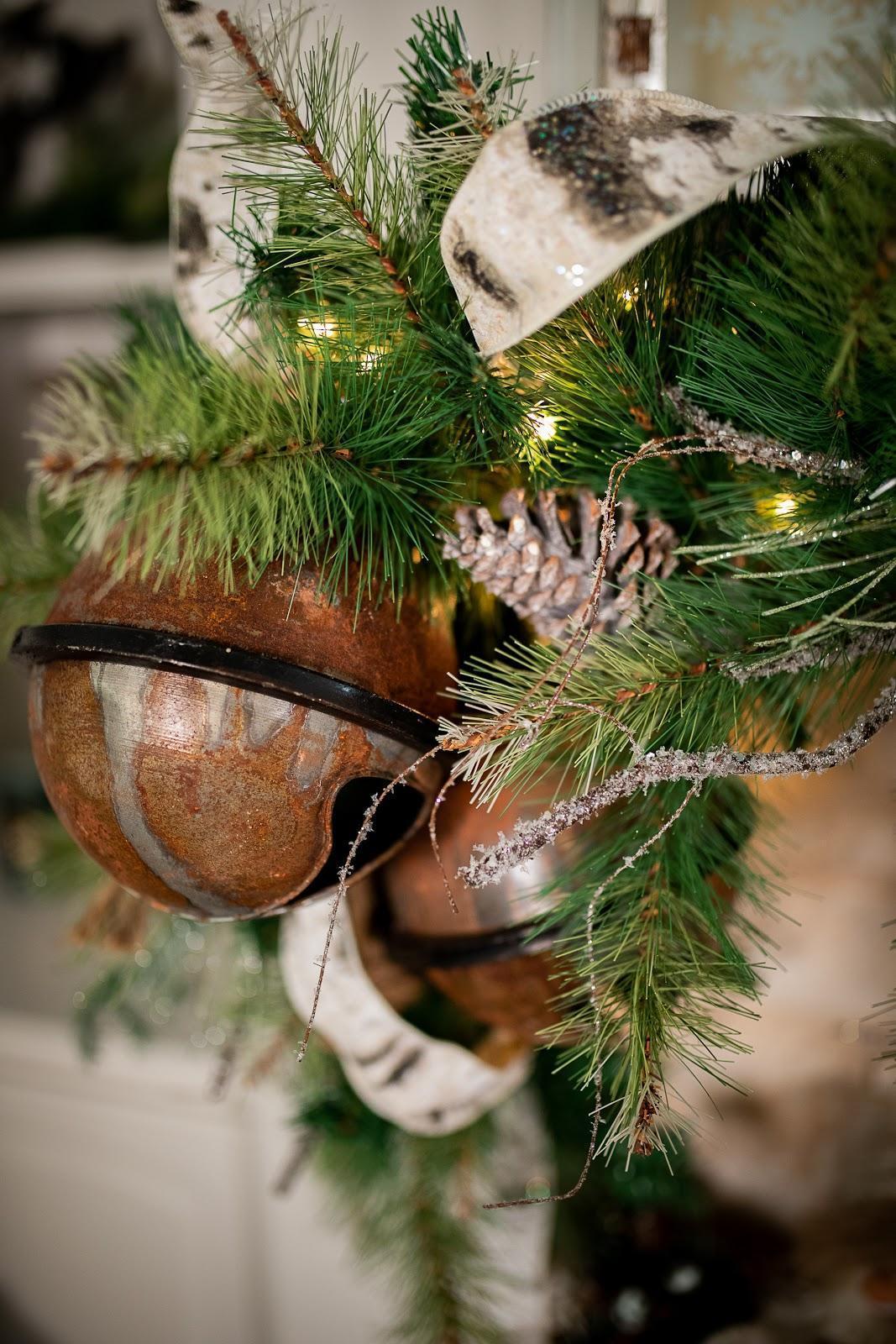 Christmas Decorating Trends 2020: μεταλλικά στολίδια στο χριστουγεννιάτικο δέντρο