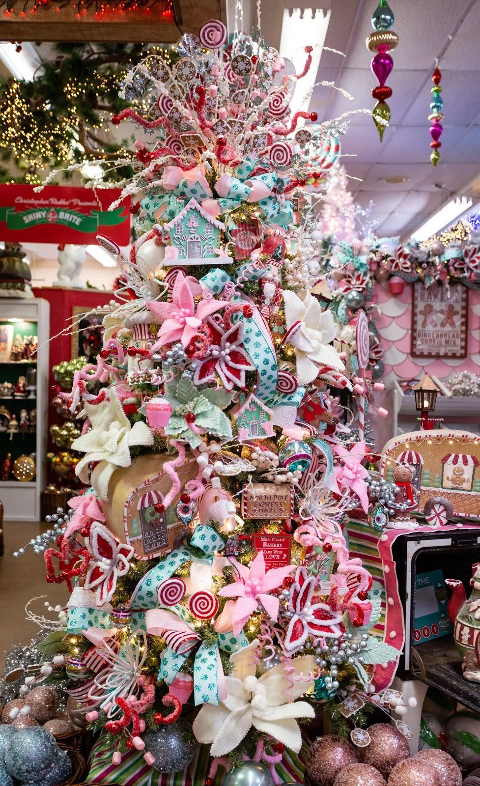Christmas Decorating Trends 2020: χριστουγεννιάτικο δέντρο με ζαχαρωτά