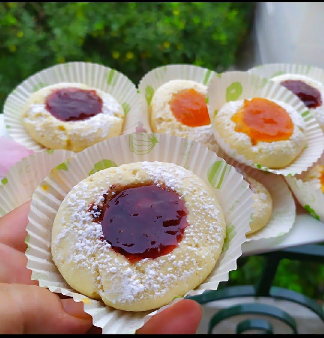 Μπισκότα βουτύρου γεμιστά με μαρμελάδα από την Γκόλφω Νικολού