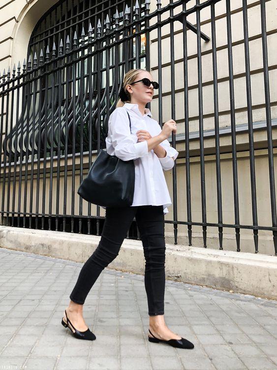Black & white outfits: λευκό πουκάμισο, μαύρο παντελόνι και μαύρη τσάντα