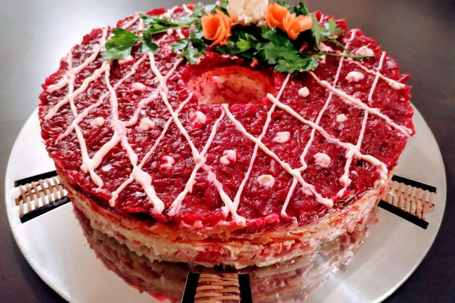 Φανταστική σαλάτα σαν τούρτα