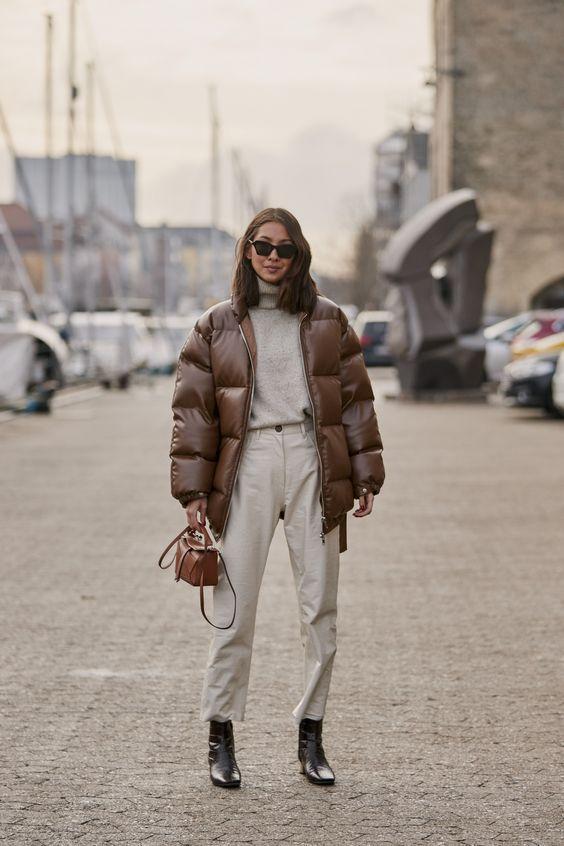Puffer jackets: καφέ δερμάτινο puffer jacket