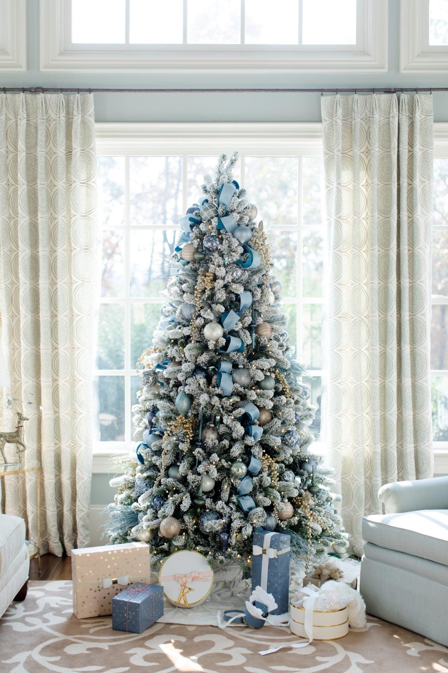 Χριστουγεννιάτικη διακόσμηση σε μπλέ και ασημί