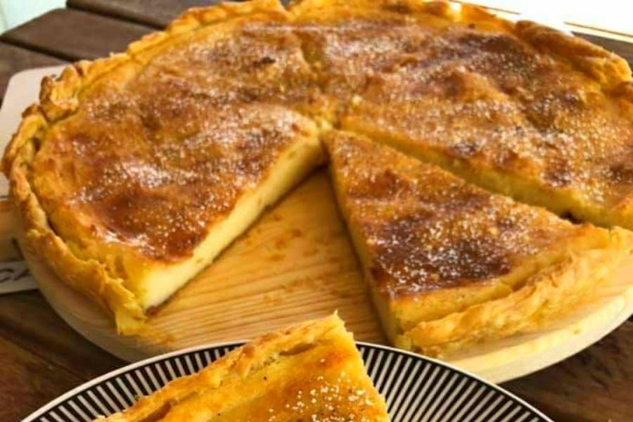 Γαλατόπιτα της Γκόλφως με υπέροχη βουτυρένια υφή (βίντεο)