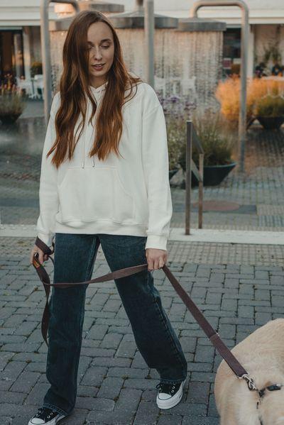 Loose-fitting jeans: Μπλε loose fitting jean με λευκό φούτερ