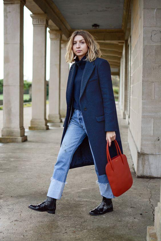 Loose-fitting jeans: Μπλε loose fitting jean με μπλε μπλούζα και μπλε σακάκι