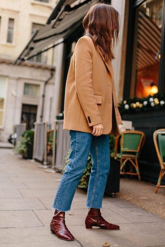 Loose-fitting jeans: Μπλε loose fitting jean με μπεζ σακάκι