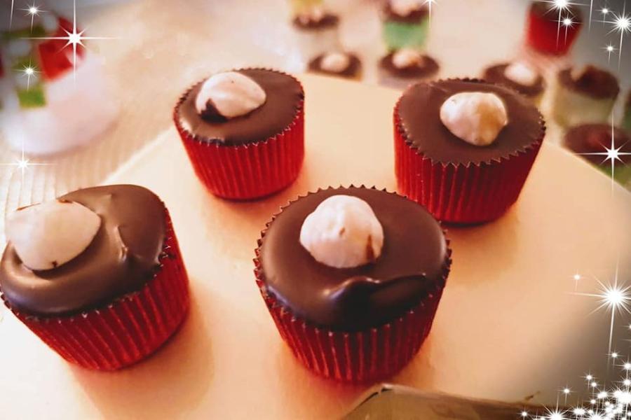 Αυτά τα γλυκάκια με πραλίνα σοκολάτας θα τα λατρέψετε – Χρειάζονται μόνο 3 υλικά