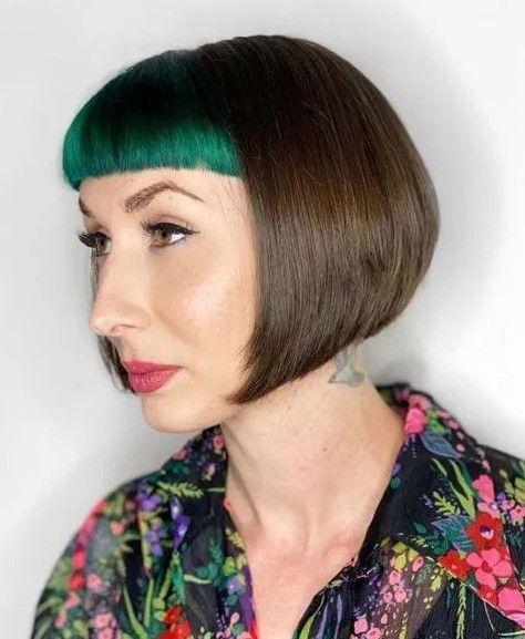Κοντές αφέλειες: Πράσινες αφέλειες σε καστανά καρέ μαλλιά