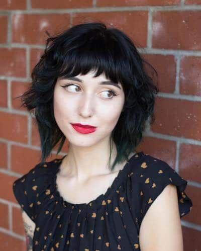 Κοντές αφέλειες: Κοντές αφέλειες σε μαύρα καρέ μαλλιά