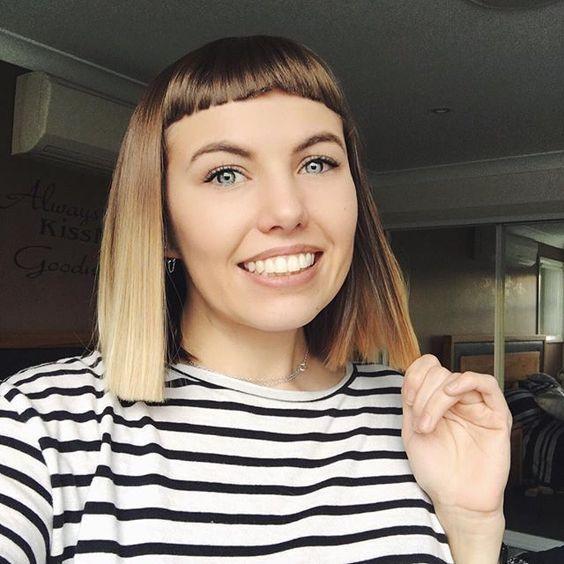 Κοντές αφέλειες: Κοντές αφέλειες σε ξανθά καρέ μαλλιά