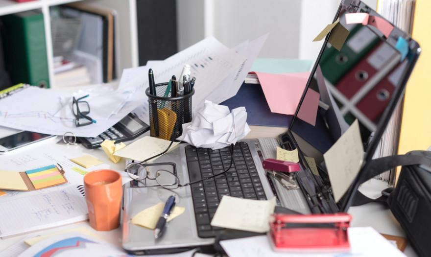 Τι σημαίνει για την ψυχολογία σας κάθε μέρος του σπιτιού που είναι ακατάστατο: Ακαταστασία στο γραφείο