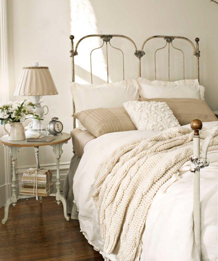 Vintage διακόσμηση στο σπίτι: vintage φωτιστικό με vintage ξυπνητήρι