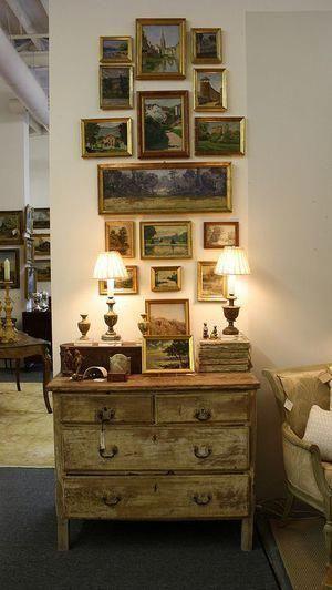 Vintage διακόσμηση στο σπίτι: vintage κάδρα και vintage φωτογραφίες στο χολ