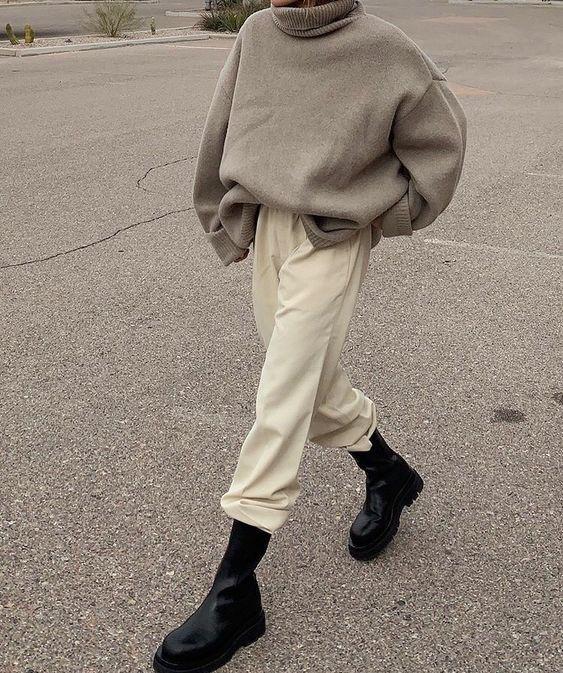 Chunky Boots: Χακί φούτερ με ζαχαρί παντελόνι