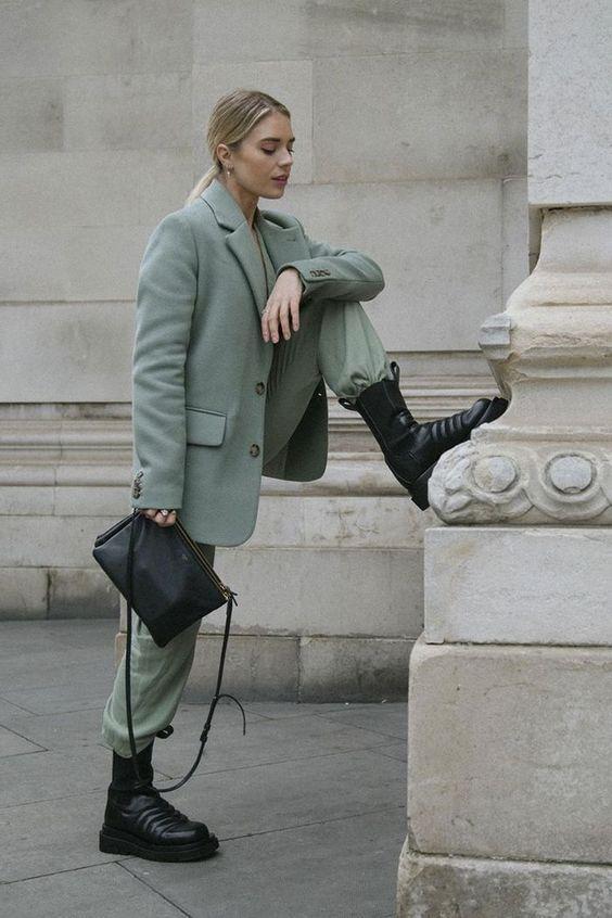 Chunky Boots: Πράσινο παντελόνι και πράσινο σακάκι