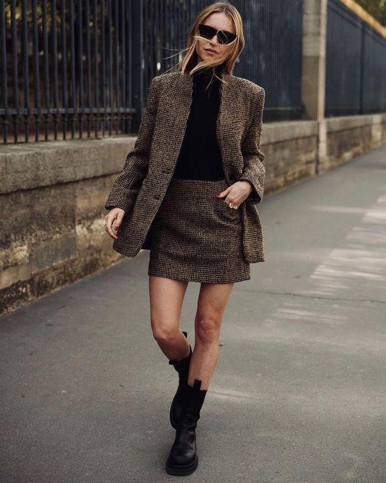 Chunky Boots: Vintage mini φούστα καφέ με vintage καφέ σακάκι και μαύρο ζιβάγκο