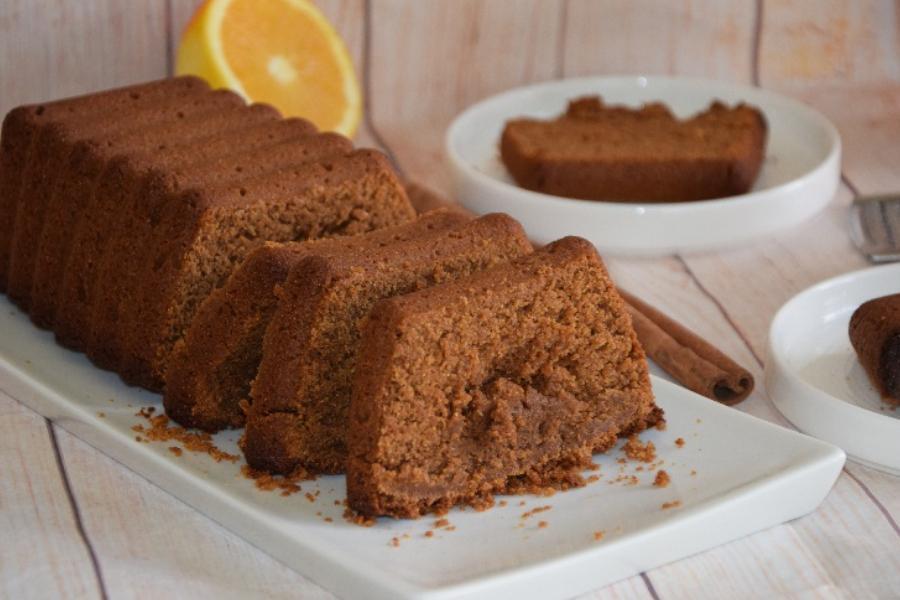 Αφράτο κέικ χωρίς ζάχαρη με γεύση μουστοκούλουρο