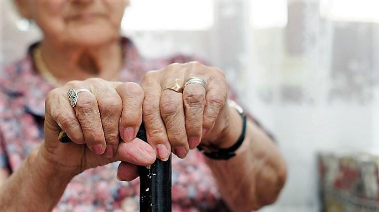 Σοκ: Στραγγάλισαν 79χρονη – Άφαντος ο σύντροφος της