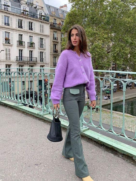 Knitwear outfit: Μοβ πλεκτή ζακέτα με jean παντελόνι