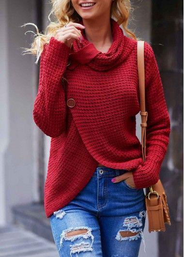 Knitwear outfit: Μπορντό πλεκτό πουλόβερ με γαλάζιο jean με σκισίματα