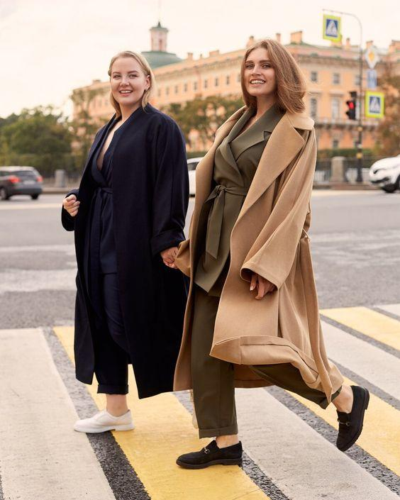 Plus size camel coat με χακί σακάκι και χακί παντελόνι