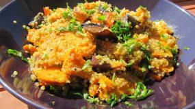 Υπέροχη συνταγή για κινόα με ψητή γλυκοπατάτα