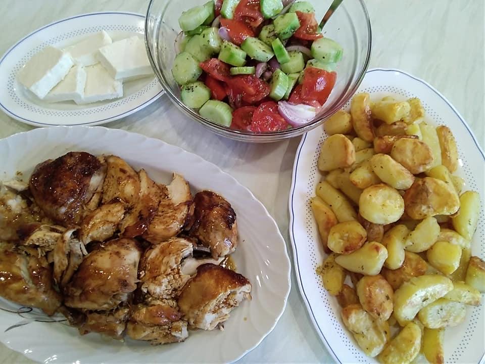 Κοτόπουλο με σκόρδο & κρασί στη γάστρα συνταγή