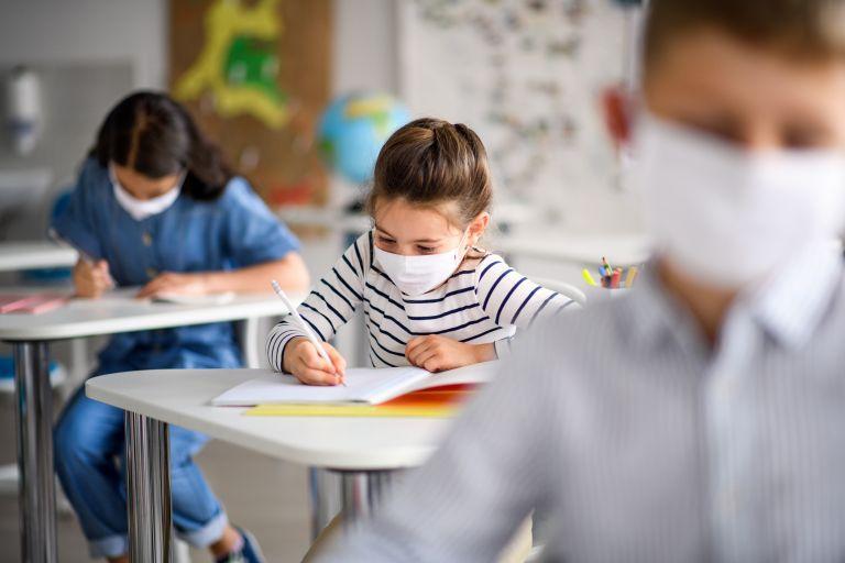 Διάλλειμα μάσκας μέσα στην τάξη: Η απόφαση