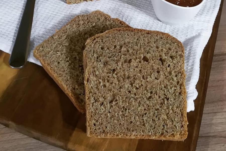 Φτιάξτε σπιτικό ψωμί του τοστ με αλεύρι ολικής άλεσης