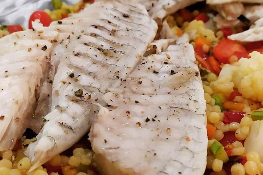 Νόστιμο φιλέτο τσιπούρας με σαλάτα κουσκούς & λαχανικά