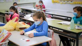 Κορονοϊός: Έκρηξη κρουσμάτων στα παιδιά – Οι ειδικοί ανησυχούν