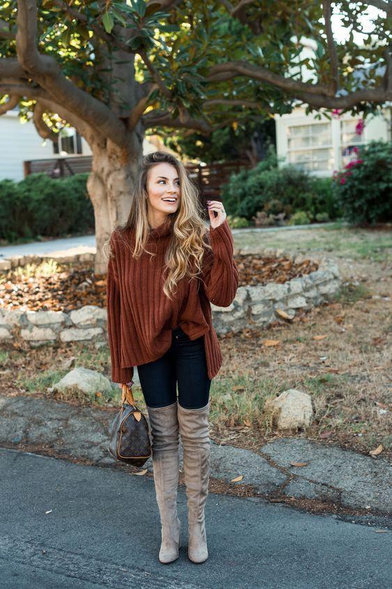 Καφέ πουλόβερ με jean παντελόνι και over the knee μπεζ μπότες