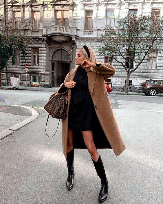 Μαύρο φόρεμα και μπεζ πανωφόρι