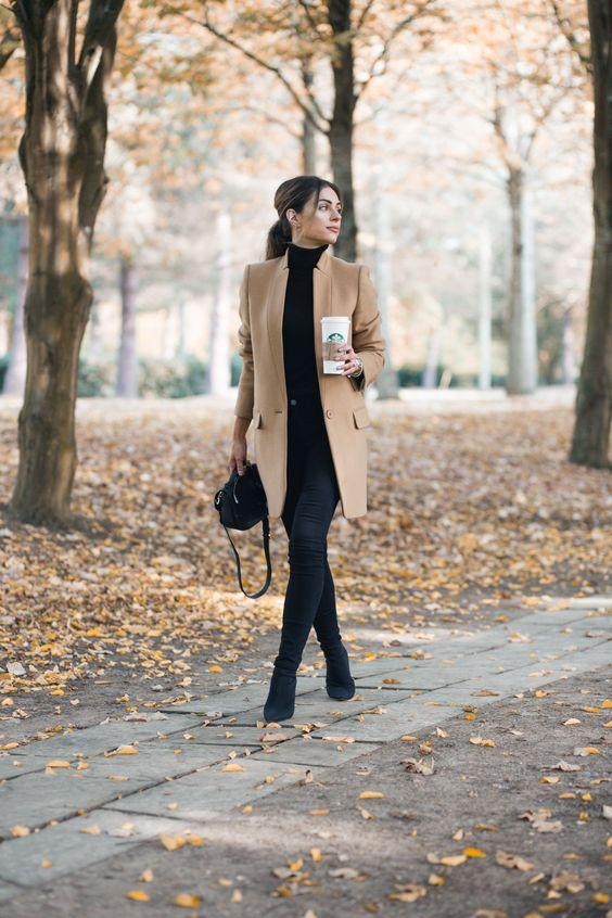 Outfits με μπεζ καπαρντίνα