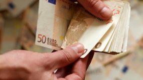 Ποιοι & πότε θα πάρουν το επίδομα των 800 ευρώ