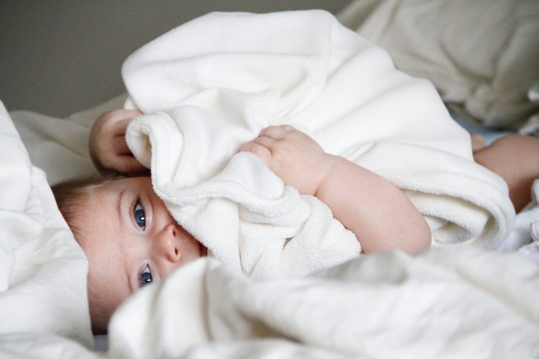 Πότε αρχίζουν να δακρύζουν και να ιδρώνουν τα μωρά